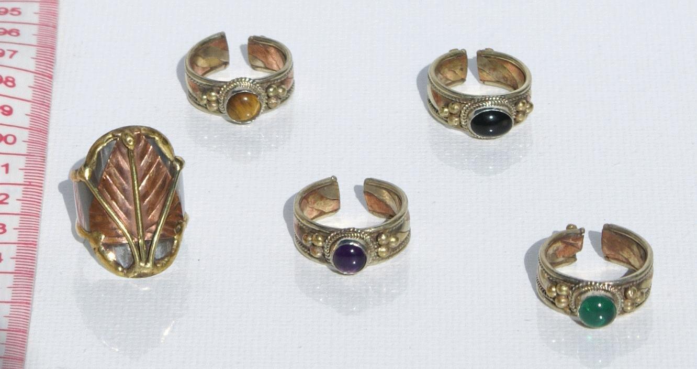 anelli con pietre bigiotteria